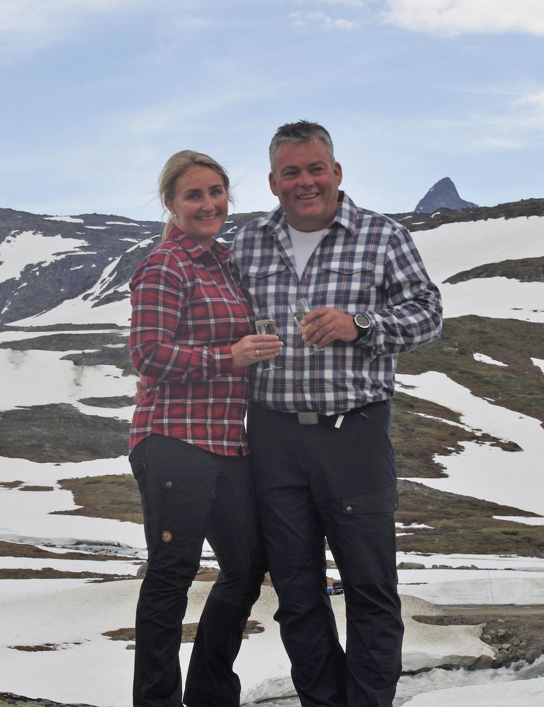 Lene og Bjarne ved Krossbu turisthytte