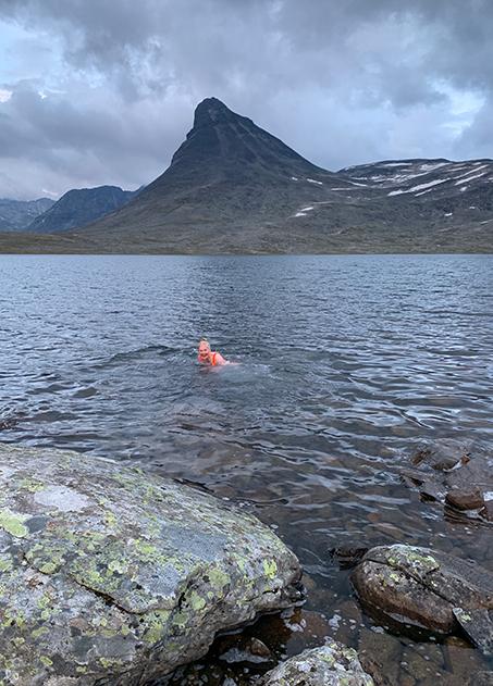 Svømmetur ved Leirvassbu